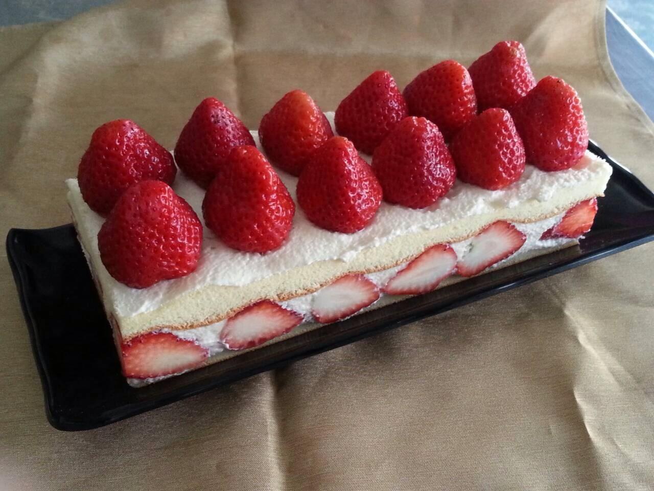 新巧屋草莓爆多蛋糕(長條)      ( 大湖草莓季12月~5月)
